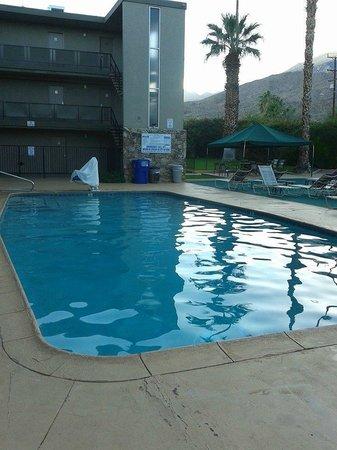 Royal Sun Inn: Large pool