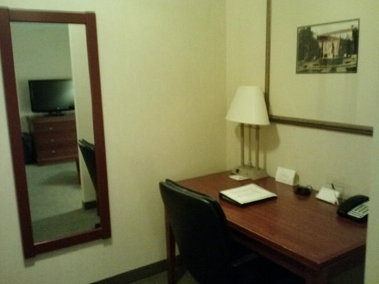 Radisson Hotel Kitchener: The business desk in the Foyer.