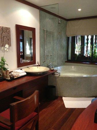 Belmond La Résidence d'Angkor: bathroom