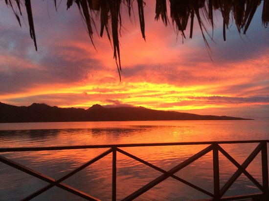 Vahine Private Island Resort: Spellbinding Sunset