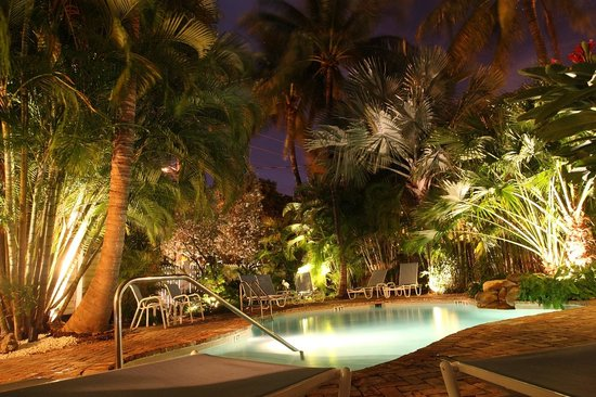 Angelina Guest House: piscine