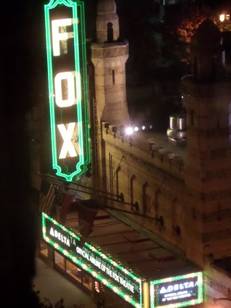 Hotel Indigo Atlanta Midtown : The view from our window of the Fox theatre at night
