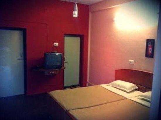 Hotel Vivek: Standard delexue ( post renovation )