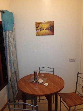 Hotel Vivek: Ex. Suite dining area