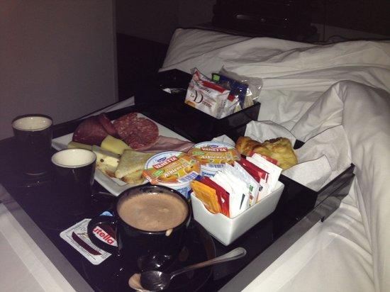 UNA Hotel One : ColaZione a letto :)
