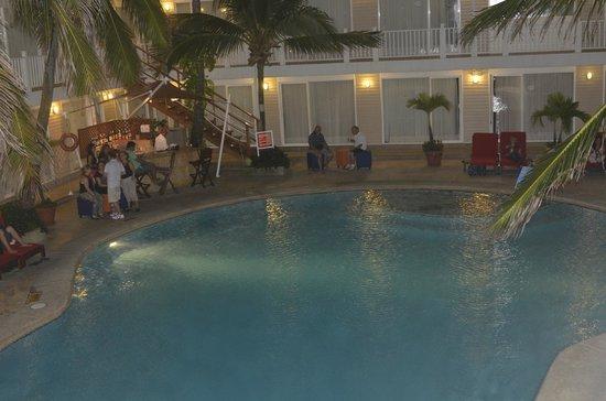Decameron Los Delfines: La piscina, amplia y cuenta con salvavidas