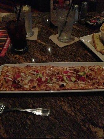 BJ's Restaurant & Brewhouse: California flatbread��