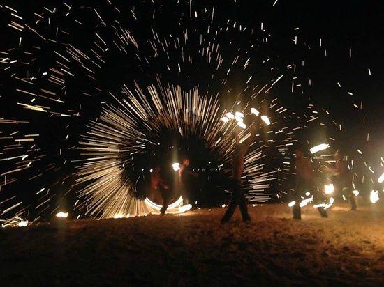 Erakor Island Resort & Spa : Fire Dancers spectacular