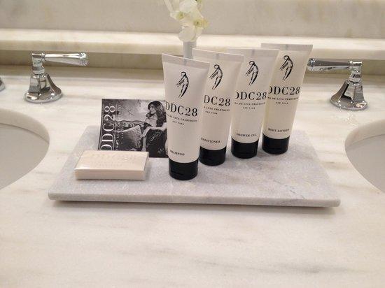 Lowell Hotel: Nice shampoos