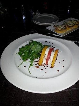 Shor American Seafood Grill : Local Tomatoes and Mozzerella Salad