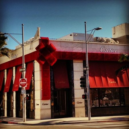 Cartier in beverly hills prepares for christmas and the for Cartier in beverly hills