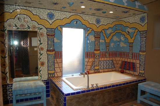 Inn of the Five Graces: mosaic wall scene around the soaking tub