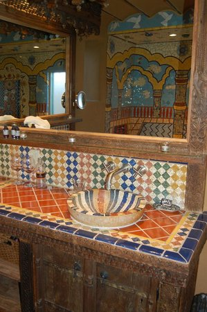 Inn of the Five Graces: mosaic tubs
