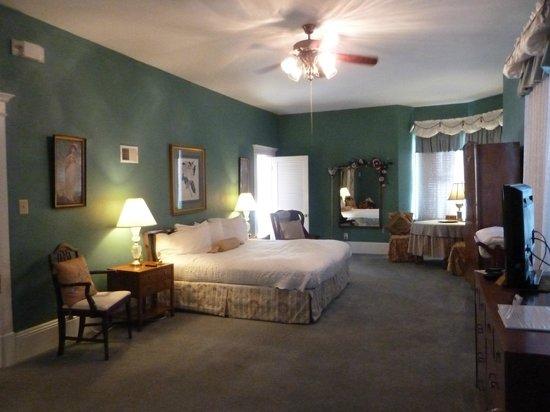 Magnolia House Bed & Breakfast: Magnolia room