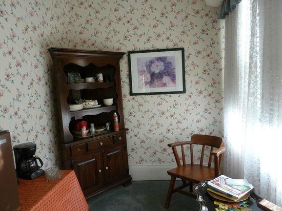 Magnolia House Bed & Breakfast: Morning room
