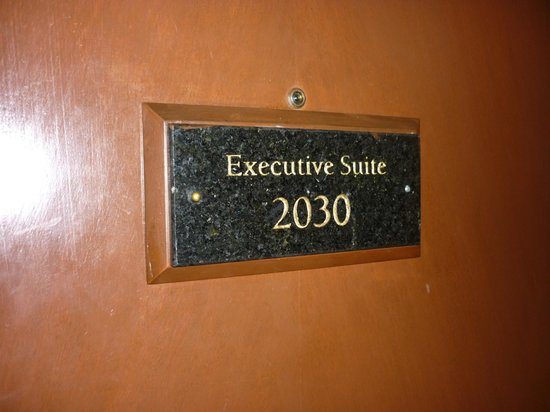 Diamond Hotel Philippines: executive suite 2030
