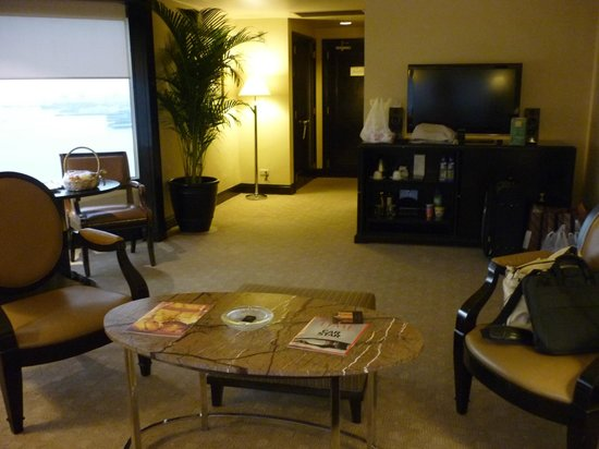 Diamond Hotel Philippines: suite 2030