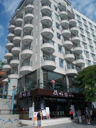 Harbor Resort Hotel: Outide harbourside