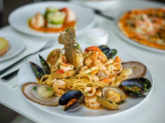 Marina Paradiso: Linguine with fresh local seafood