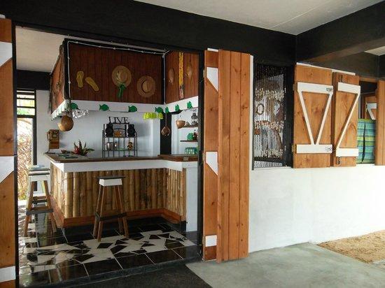 Calibishie Sandbar: Caribbean Bar