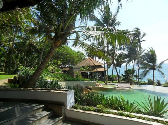 Niraamaya Retreats: View from one of the two restaurants overlooking the pool and ocean