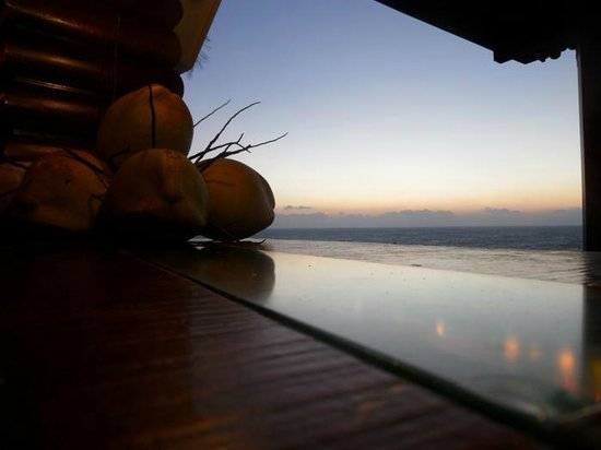 Niraamaya Retreats: Sunset from the pool bar