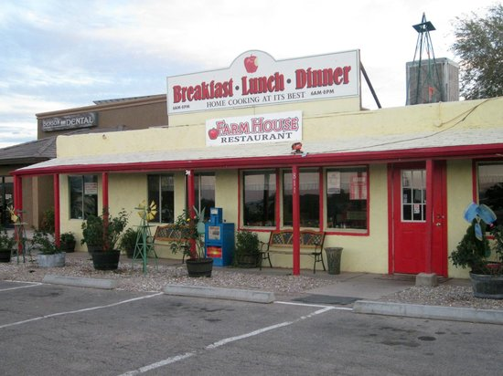 Farmhouse Restaurant: Correct photo of current location on 4th st.