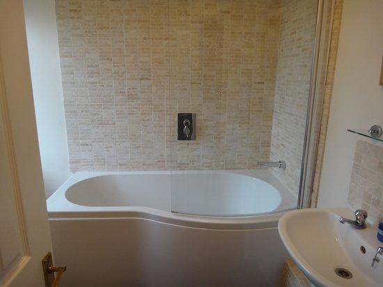 Malvern View Cotswold Bed & Breakfast : Great soaking tub
