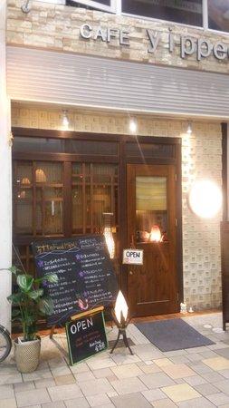 Asian Dining Kingyoran : 小じんまりとした店構え