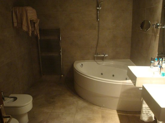 Gar-Anat Hotel Boutique: suite bathroom