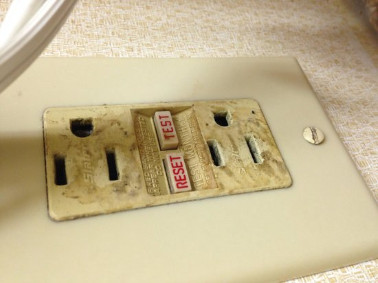 Holiday Inn Fayetteville I-95 South: Afraid to plug anything in, looks like a fire Hazard