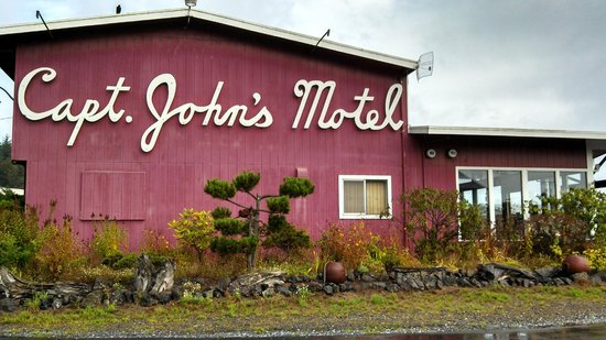 Captain John's Motel: Near Front Office