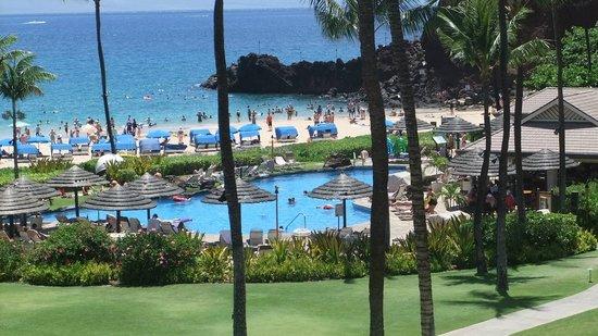 Sheraton Maui Resort & Spa: Kaanapali Beach looking at Black Rock