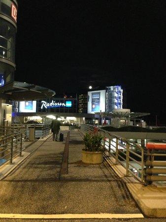 Radisson Blu Hotel, Hamburg Airport: 外観
