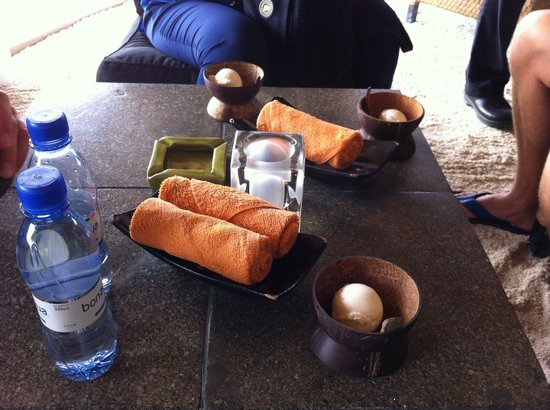 Angsana Ihuru: Welcome refreshments. Homemade coconut icecream