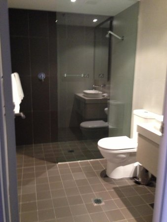 Novotel Newcastle Beach: Bathroom