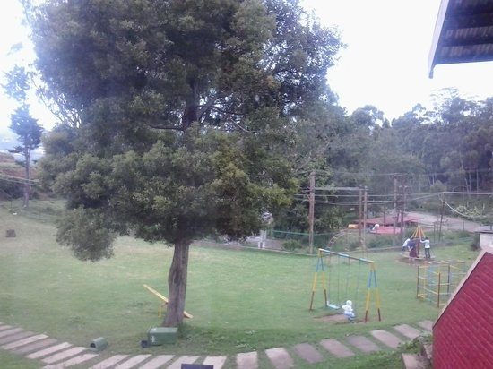 Hotel Lakeview: CHILDREN PARK AND LAKE VIEW FROM FIRST RAW VILLA COTTAGES AND