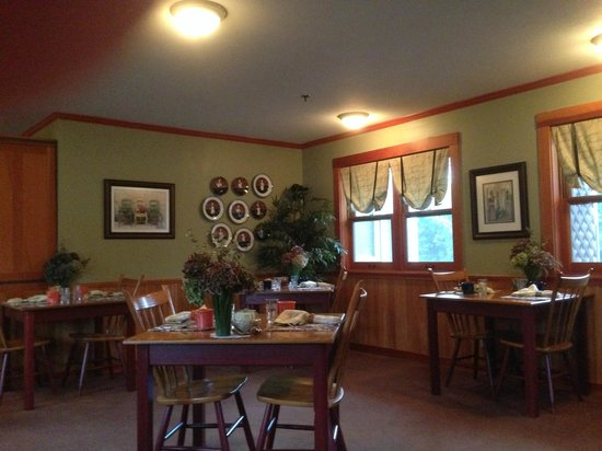 The Wild Iris Inn: Dining Room for Breakfast