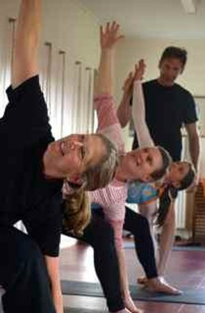 Griffins Hill Yoga Retreat : Frank Jesse teaching a yoga session
