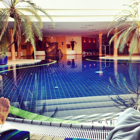 H+ Hotel & Spa Friedrichroda: Sehr schöner Pool mit Massagedüsen. (20x10m)