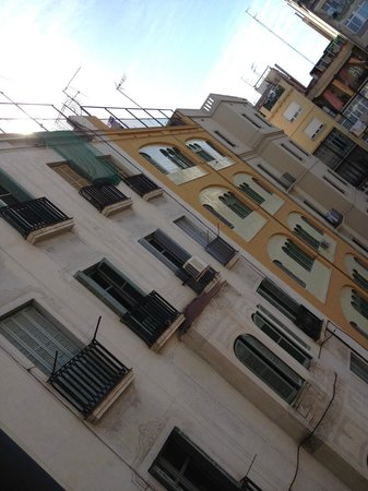 Hotel Constanza Barcelona : neighboring houses...