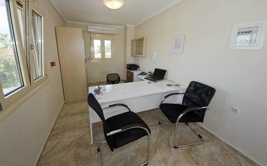 Gaia Hotel Studios and Apartments: Reception