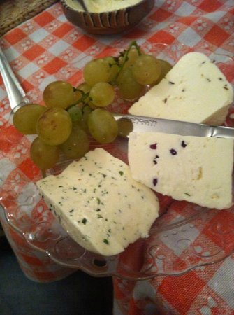 Cabana Motilor: Cheese with cranberries, cheese with dill, cheese with cumin and grapes
