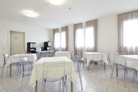Casa Valentini Terrani: Sala colazioni - Breakfast room