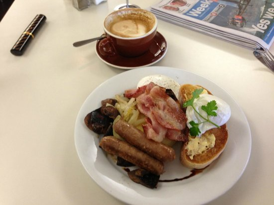 Victoria's Cafe Kitchen Bar : Full Breakfast