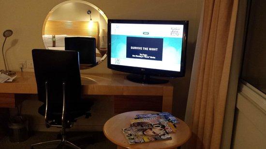 Holiday Inn London - Heathrow Ariel : Holiday Inn Ariel - Oversized TV