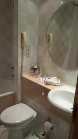 Holiday Inn London - Heathrow Ariel : Holiday Inn Ariel - Bathroom