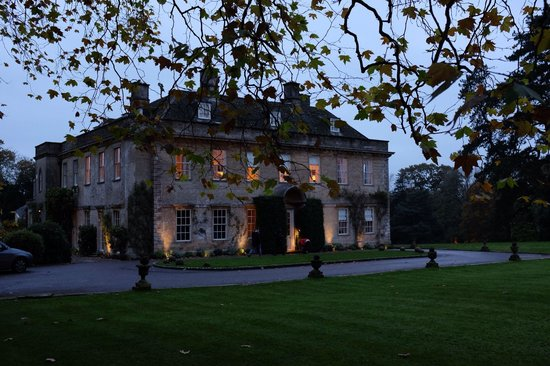 Babington House: Mid November in late afternoon