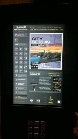 Bangkok Marriott Hotel Sukhumvit: Touch screen lift panel