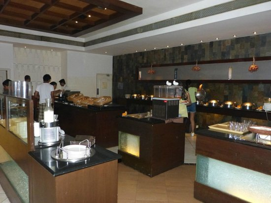 Dinning Area Picture Of Club Mahindra Emerald Palms